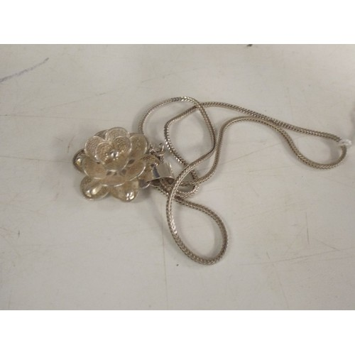 45 - 925 flower pendant...