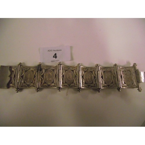 4 - Very well made white metal bracelet -ricardo weight of 46g