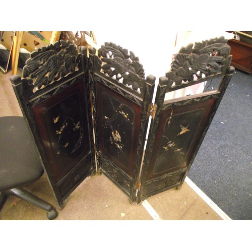 348 - Vintage Chinese 3 way screen slight damage to scroll work & one panel. 3ft...