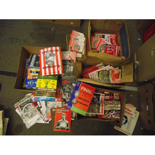 125 - Huge collection spanning from early 1960's of Sunderland FC matchday programmes Home and away inc cu...