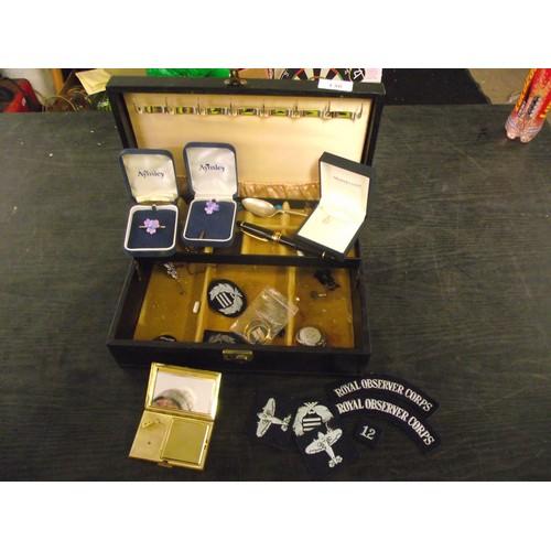136 - Jewellrey box of assorted items