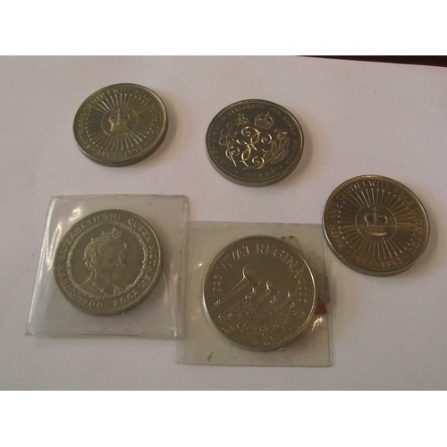 307 - 5 various collectors £5 coins