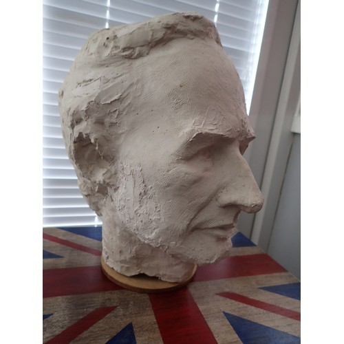 291a - Life size heavy Plaster/clay Bust/head of Abraham Lincoln 16th President of U.S.A 1861- Assassinated...