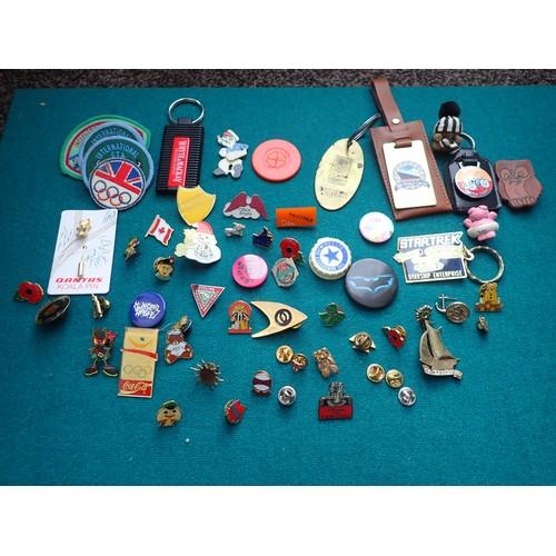 291c - Collection of various metal pin & tin Badges, keyrings etc.