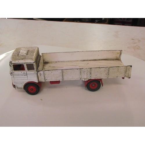 336 - Dinky Mercedes truck