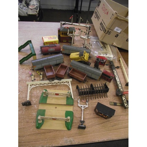 451 - Box of some various early Triang Hornby accessories & rolling stock.