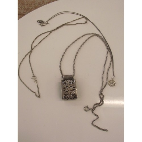 465 - Various silver necklaces