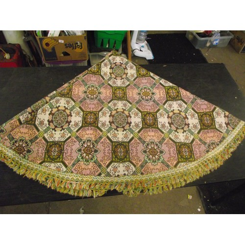 492 - Retro Italian Thick decorative round Table cloth by Finicop Gandino. approx 68 inches across.