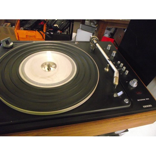 537 - Bang & Oulfsen Vinyl Turntable with Technics & JVC separates + Tallboy Technics speakers....