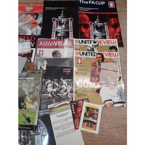 396 - Manchester United memorabilia inc Rare 1999 Champions League Final program V Bayern Munich in Barcel...