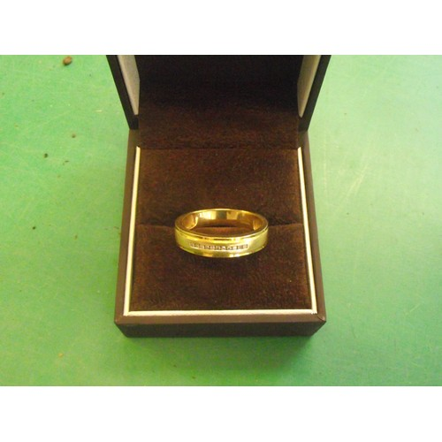178 - Stunning Gents large 18k Gold ring set with 11 cut diamonds. retail £1500.