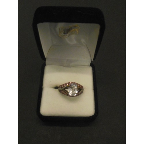 601 - 9ct gold ring set with large white stone and smaller pink stones size o 4.29g