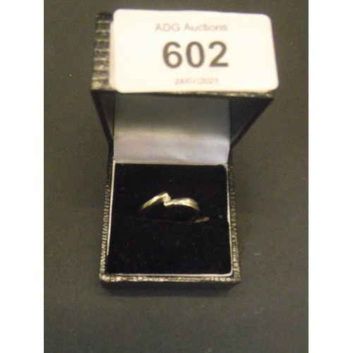 602 - 9ct gold yellow and white gold ring set with diamond size l 2.1g