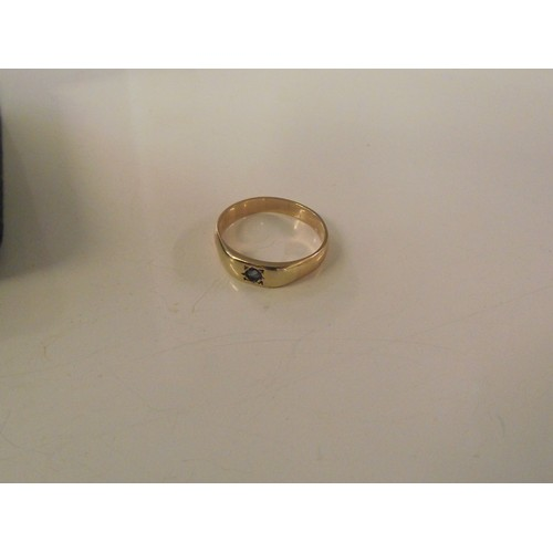 324 - Unmarked yellow metal ring size q 3.76 most likely 18ct