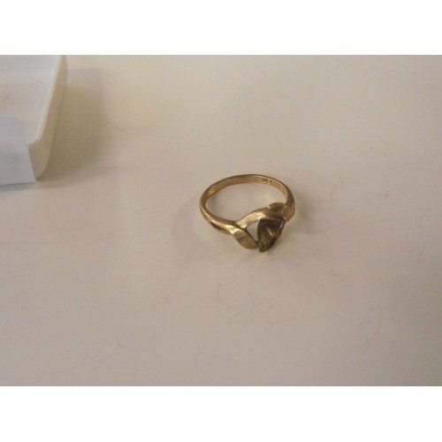 323 - 9ct gold ring no stone 1.81g