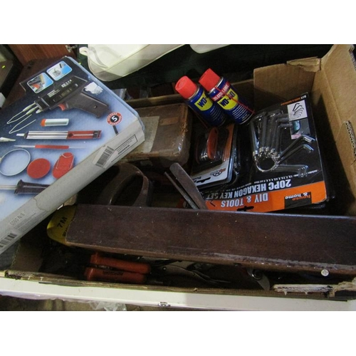 1032 - BOX OF MIXED TOOLS