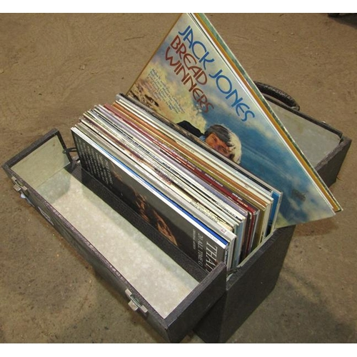 1059 - QTY OF VINTAGE RECORDS...