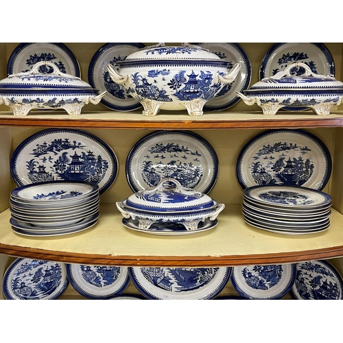 1028 - Extensive antique Worcester blue & white service, comprising tureens, side and dinner plates, bowls,...