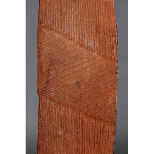 1021 - FINE EARLY WUNDA SHIELD, WESTERN AUSTRALIA, Carved and engraved hardwood and natural pigment (with c...