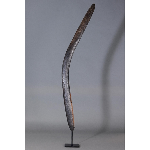 1025 - FINE ELEGANT BOOMERANG, DARLING RIVER REGION, NEW SOUTH WALES, Carved and adzed hardwood (with custo...