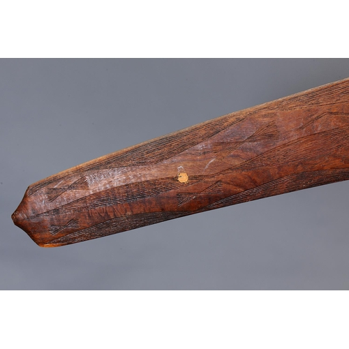 1030 - FINE ENGRAVED BOOMERANG, WESTERN NEW SOUTH WALES / SOUTHERN QUEENSLAND, Carved and engraved hardwood...